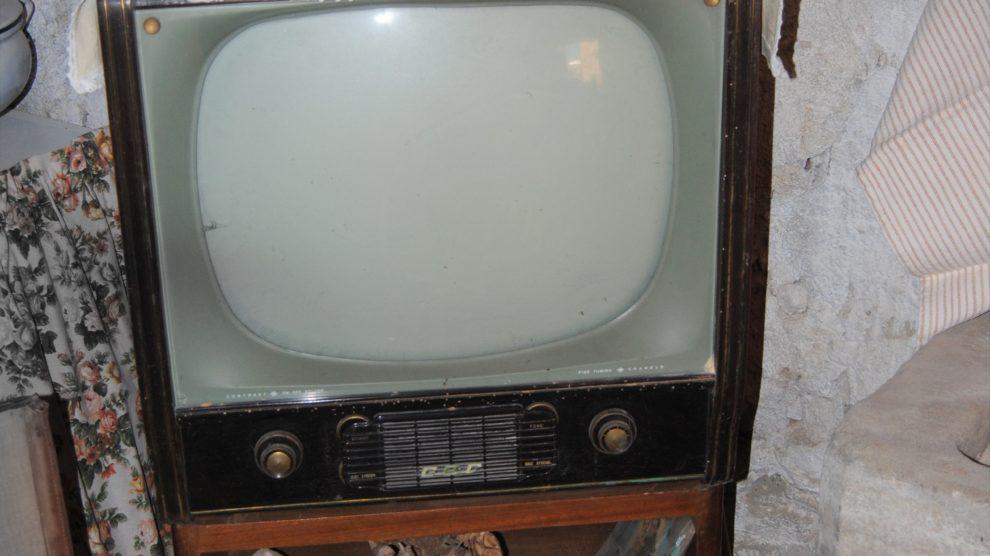 FERMI TUTTI: ARRIVANO IL GAS IN BOMBOLE, IL FRIGORIFERO, LA TELEVISIONE